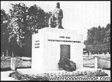 "Monument to the right to self-determination, Gmunden (Austria), erected in 1931, destroyed in 1945; created by Prof. Ludwig Galasek.  The inscription on the front reads: ""For the right to self-determination. Erected in remembrance of our homeland, and dedicated to the city of Gmunden by the Sudeten German Heimatbund, Whitsun, 1931."""