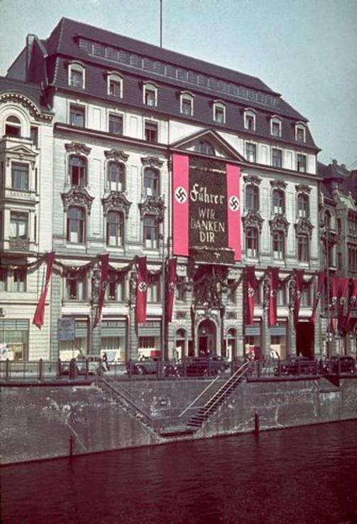 Hitlers_birthday_01