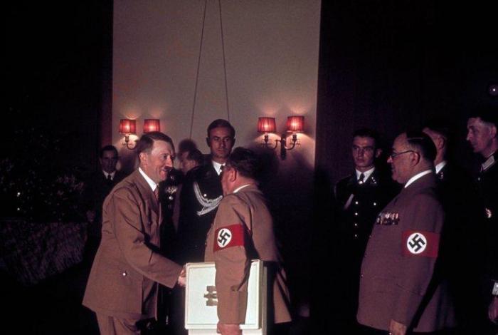Hitlers_birthday_03