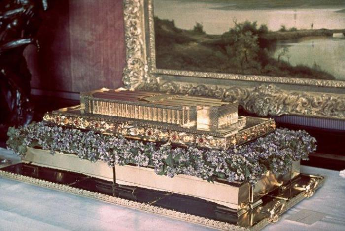 Solid gold model of the Haus der Deutschen Kunst (a celebrated German museum), a gift from Luftwaffe commander Hermann Goering to Adolf Hitler on Hitler's 50th birthday, April 20, 1939.