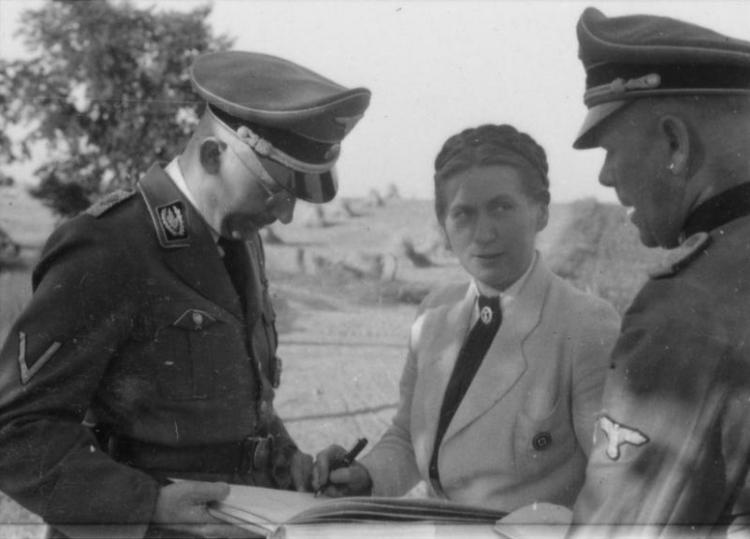 Gertrude Scholtz-Klink in conversation with Heinrich Himmler