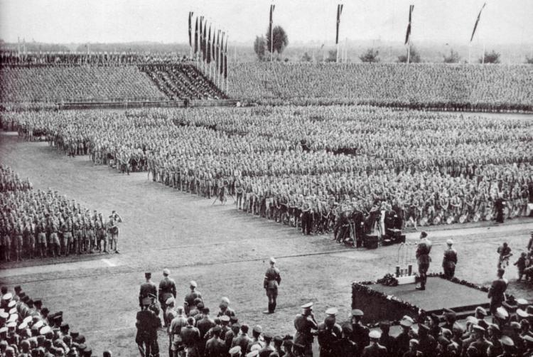 Hitler addresses HJ